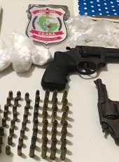 Polícia Civil apreende armas, munições e drogas no Sertão Central