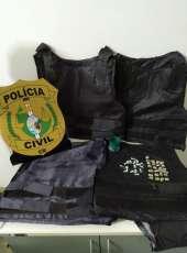 Polícia Civil apreende drogas e coletes balísticos na Capital