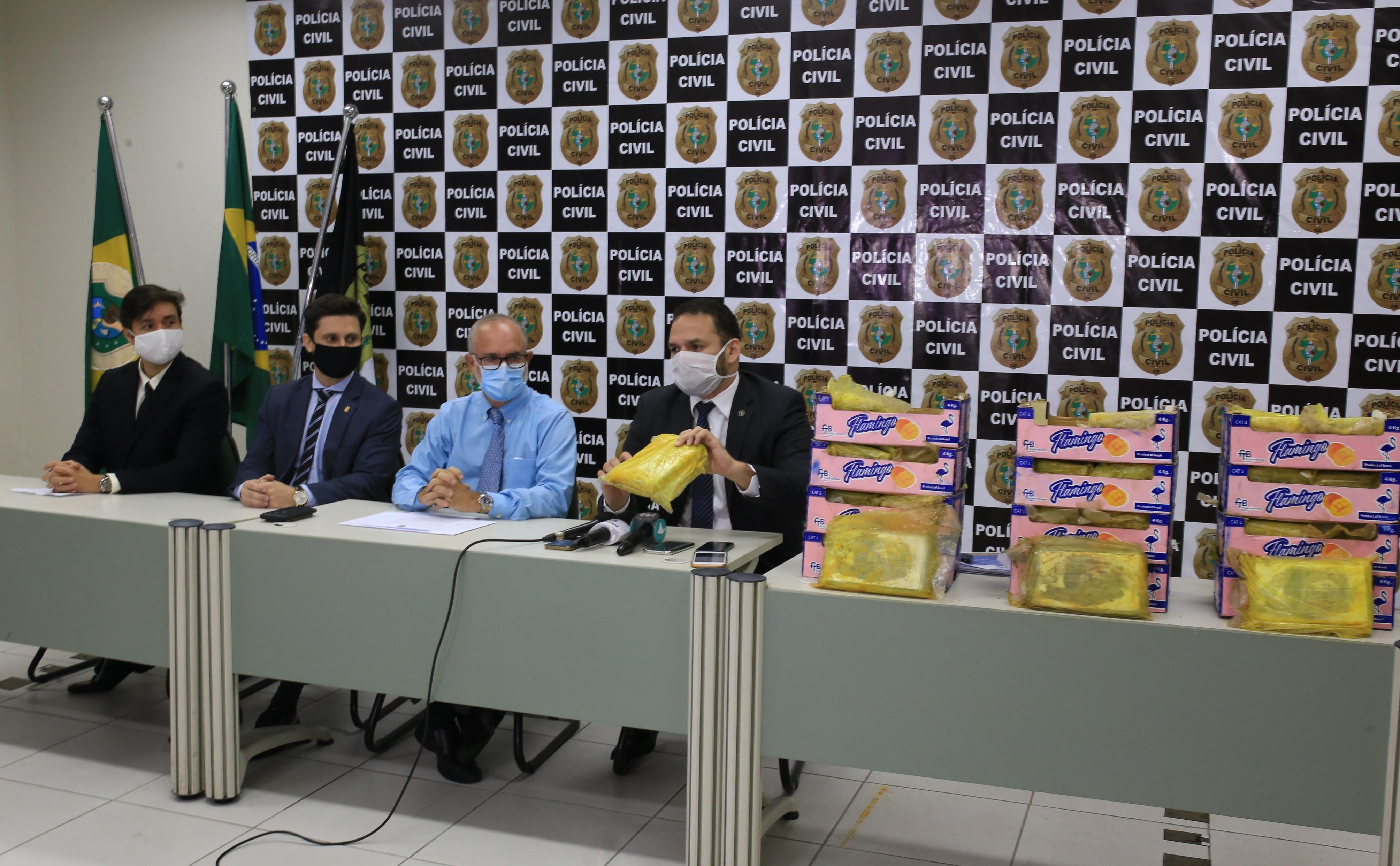 Polícia Civil do Ceará apreende quase 60 kg de cocaína que seguiriam para Europa e prende pernambucano e mineiro na Capital